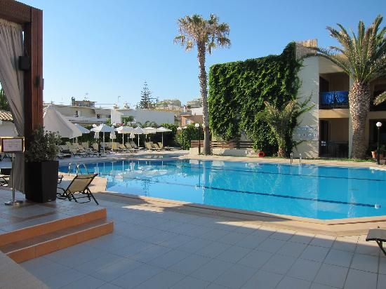 Atlantis Beach Hotel : Seperate pool for adults and children