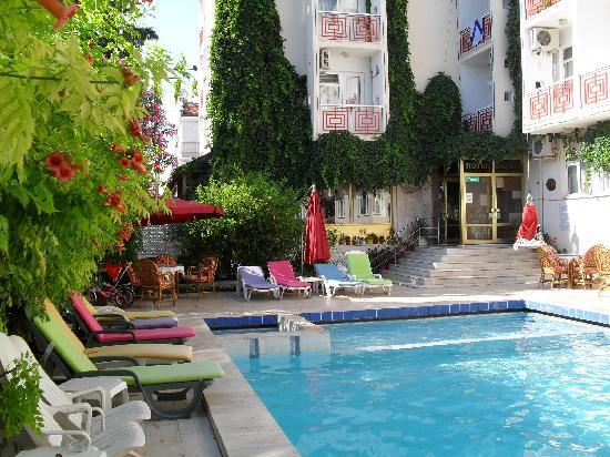 Hotel Saadet: Pool