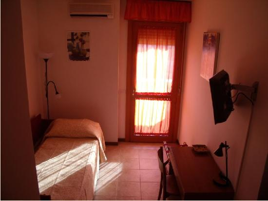 Bus86 Bed and Breakfast: Bed and Breakfast in Roma
