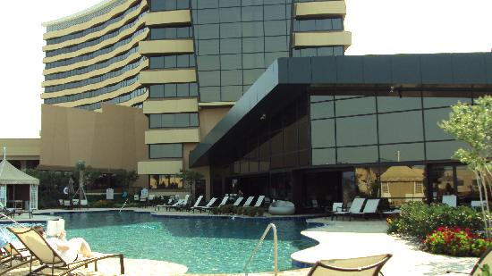 Choctaw Casino Resort: Indoor-outdoor pool