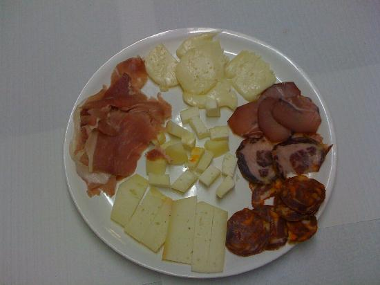 """Casa Guedes : Traditional Portuguese """"Serra"""" cheese"""