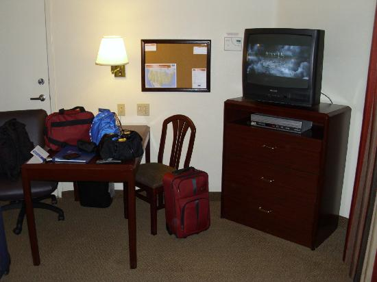 Candlewood Suites North Orange County: desk