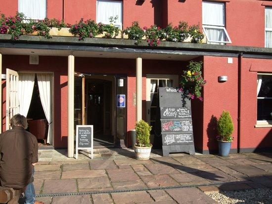 Beambridge Inn: hotel entrance.