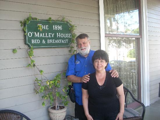 1896 O'Malley House Bed and Breakfast: Rick and Marilyn at O'Malley House