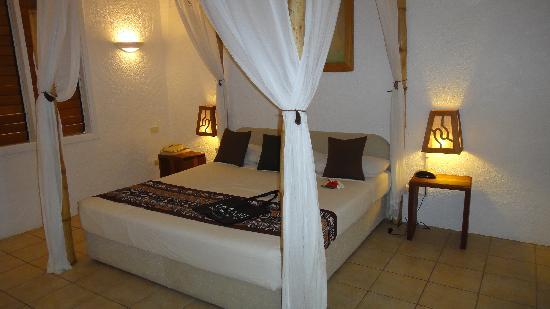 Lomani Island Resort: our room