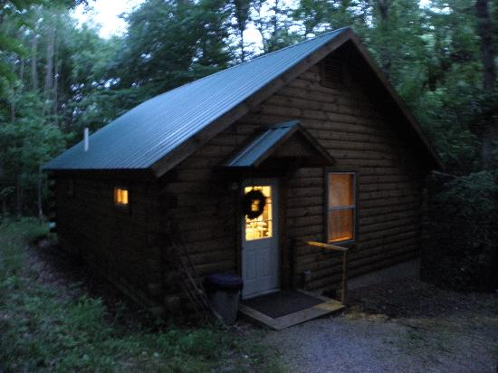 Bear Run Inn Cabins & Cottages : Cabin from the outside