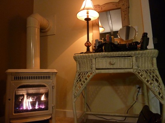 Chanticleer Vineyard Bed and Breakfast: Keepin' warm
