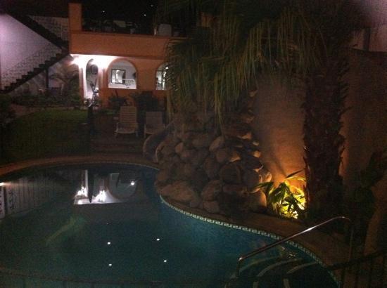 Restaurant & Bar El Oasis: Poolside dining