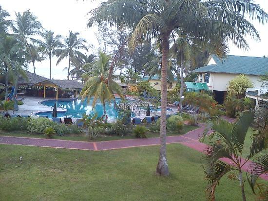 Tuaran Beach Resort : Swimming Pool with 10 feet deep