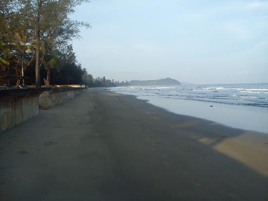 Tuaran Beach Resort : Beach