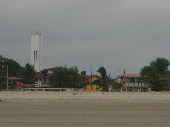 Cojimies, Equador: VIsta del hotel desde la playa