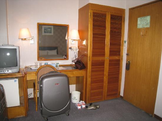 Central Hotel: Dressing Table