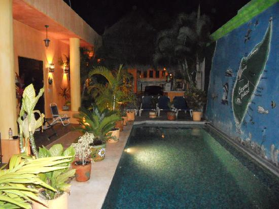 Casita de Maya: the pool area