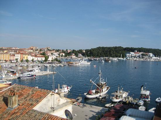 ‪فيلا توتوروتو: Rovinj harbor view from the room‬