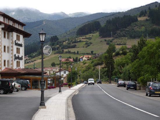 Picos de Valdecoro Hotel: Hotel disguised as a restaurant