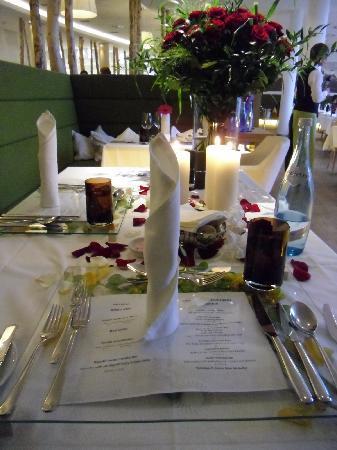 TAUERN SPA Kaprun: My Dinner Table Setting on my Birthday