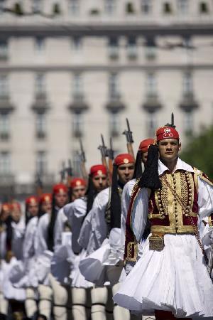 Atenas, Grecia: Evzones, or Evzoni (Proedriki Froura)