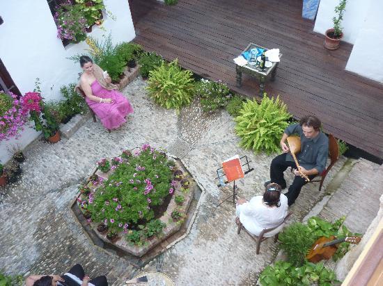 Casa Mazal-Judería: El patio