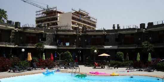 Apartamentos Don Pedro: basseng og leiligheter