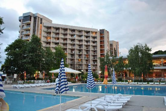 Hotel Kaliakra: The main pool and the north wing