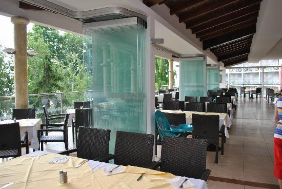 Hotel Kaliakra: the restaurant, with an open space