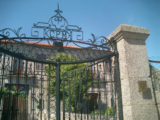 Boticas, Portugal: Eingangstor mit Baujahr