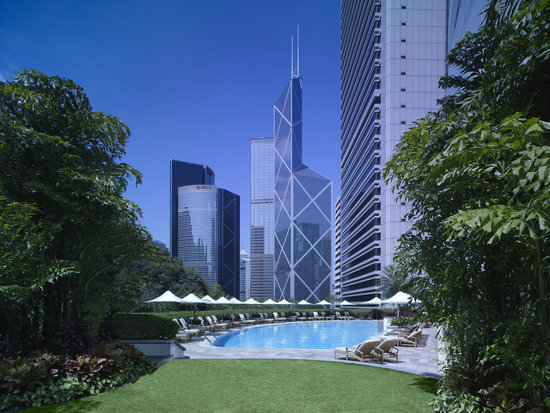 Island Shangri-La Hong Kong: Swimming Pool