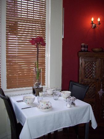 All Seasons Bed & Breakfast: Dining Room
