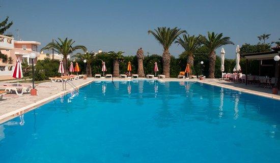 Hotel Iris: Iris Aparthotel swimming pool