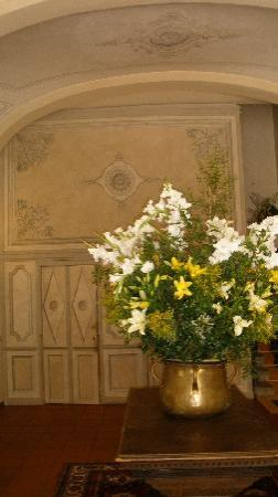 Monsummano Terme, Italia: WALL PAINTINGS IN RECEPTION AREAS