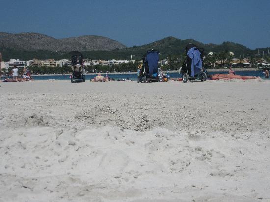 Hotel Bahia de Alcudia: Alcudia Beach