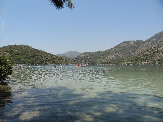 Plage d'Oludeniz (Lagon bleu) : Relaxing place to swim surrounded by the mountains
