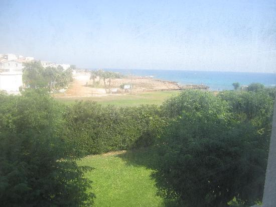Pernera Beach Hotel : The hotel does not even clean our rooms window! So dirty
