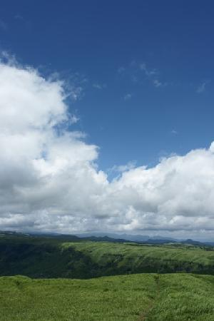 Aso, Japón: 青空が緑に映えます