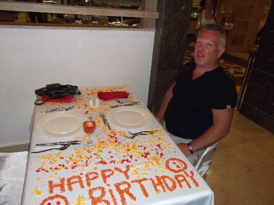 فندق ألبا كوين: birthday table