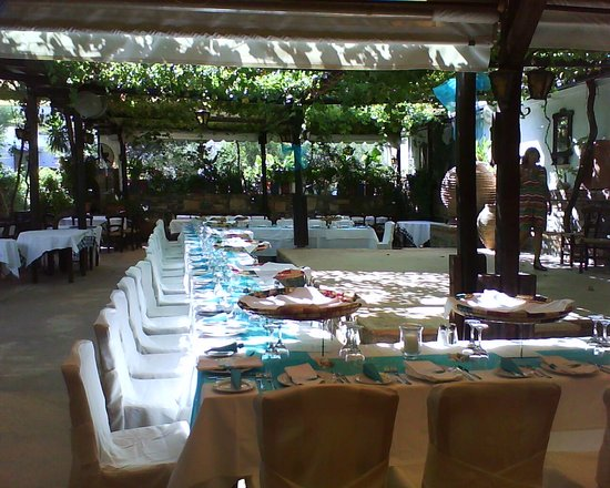 Marilena Restaurant: The garden at the rear decorated for a wedding