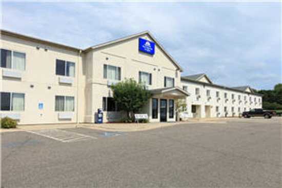 Americas Best Value Inn & Suites Northfield: Exterior