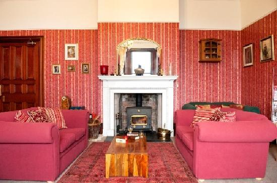 Hillcrest House: Guests lounge