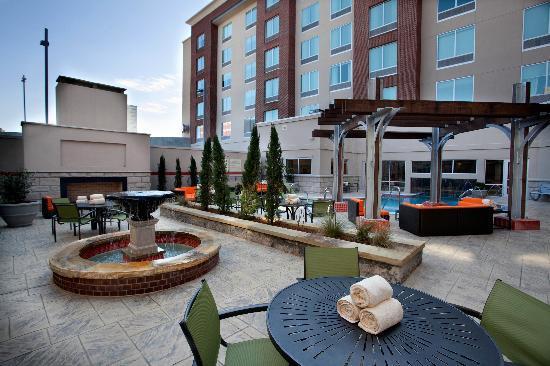 Hampton Inn & Suites Chattanooga / Downtown: Pool Area