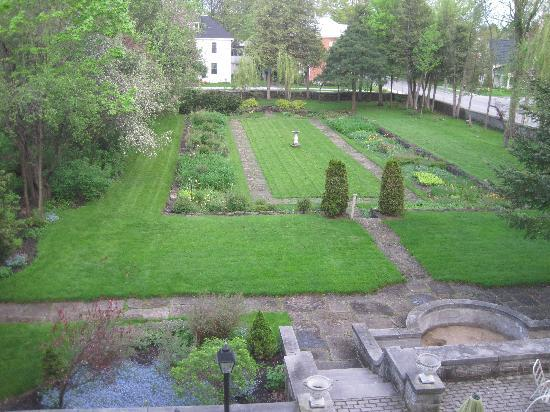 Perth Manor Boutique Hotel: spectacular garden view