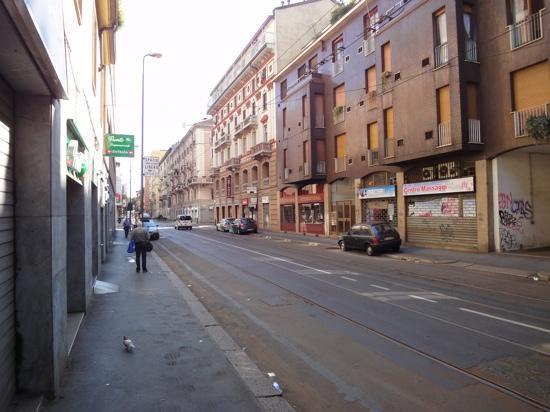Hotel Brianza: Außenansicht mit Straßenbahngleis