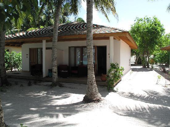 Vilamendhoo Island Resort & Spa: beach villa 125