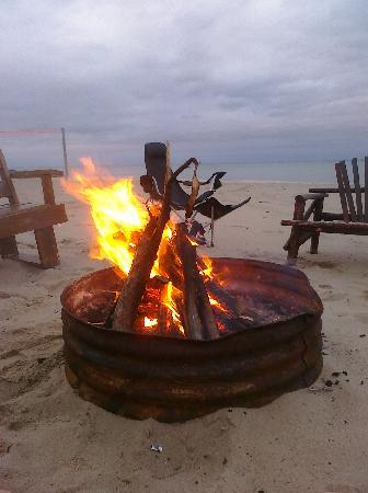 Mai Tiki Resort: Fire pit (thanks Bruce for the fire).