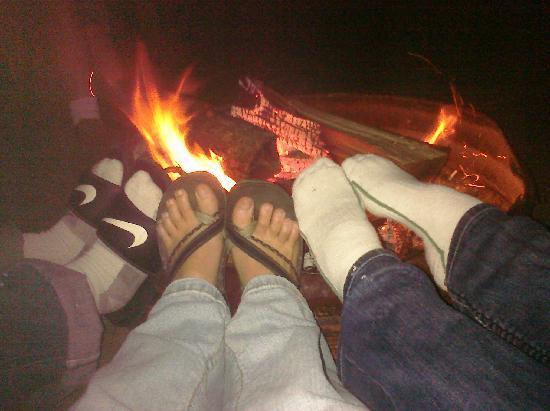 Mai Tiki Resort: Toasting our feet.