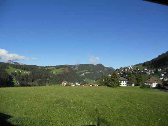Hotel Rodella: Vista panoramica sui campi