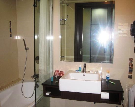 grand borneo hotel simple modern bathroom