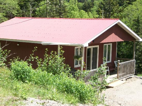 Bayview Chalets & Motel: Creekside Chalet: perfect for 2 couples or a family
