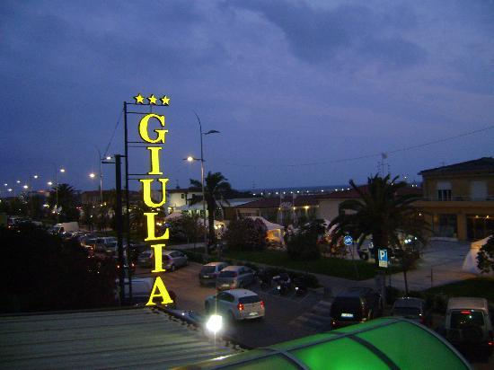 Hotel Giulia: Hotel view at night