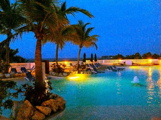 Cofresi Palm Beach & Spa Resort: Looks nice, but you cant swim after 7