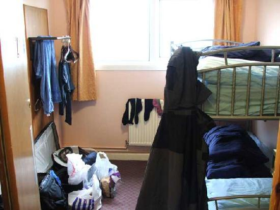 """Broadford Youth Hostel : Our tiny """"private room"""" for over 58 GBP"""